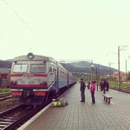El tren esperando en el andén.